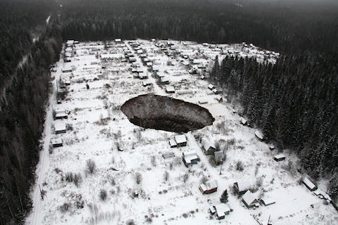 russia-sinkhole-001.jpg
