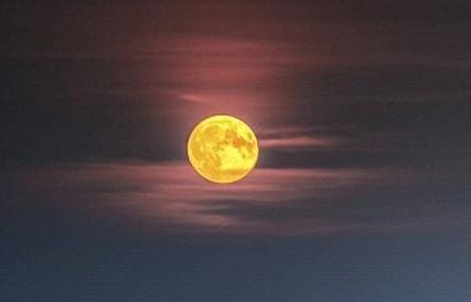 moon-red-sky.jpg
