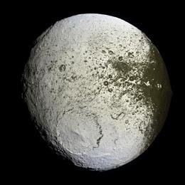 Iapetus_PIA08384-260.jpg