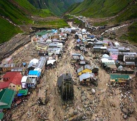 Kedarnath_temple_flood_landslide_photo.jpg