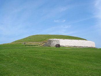 Newgrange-ireland.jpg