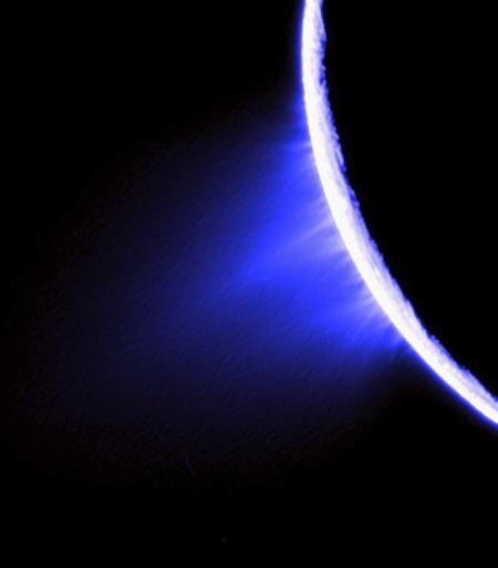 jets_in_the_southern_hemisphere_of_Enceladus.jpg